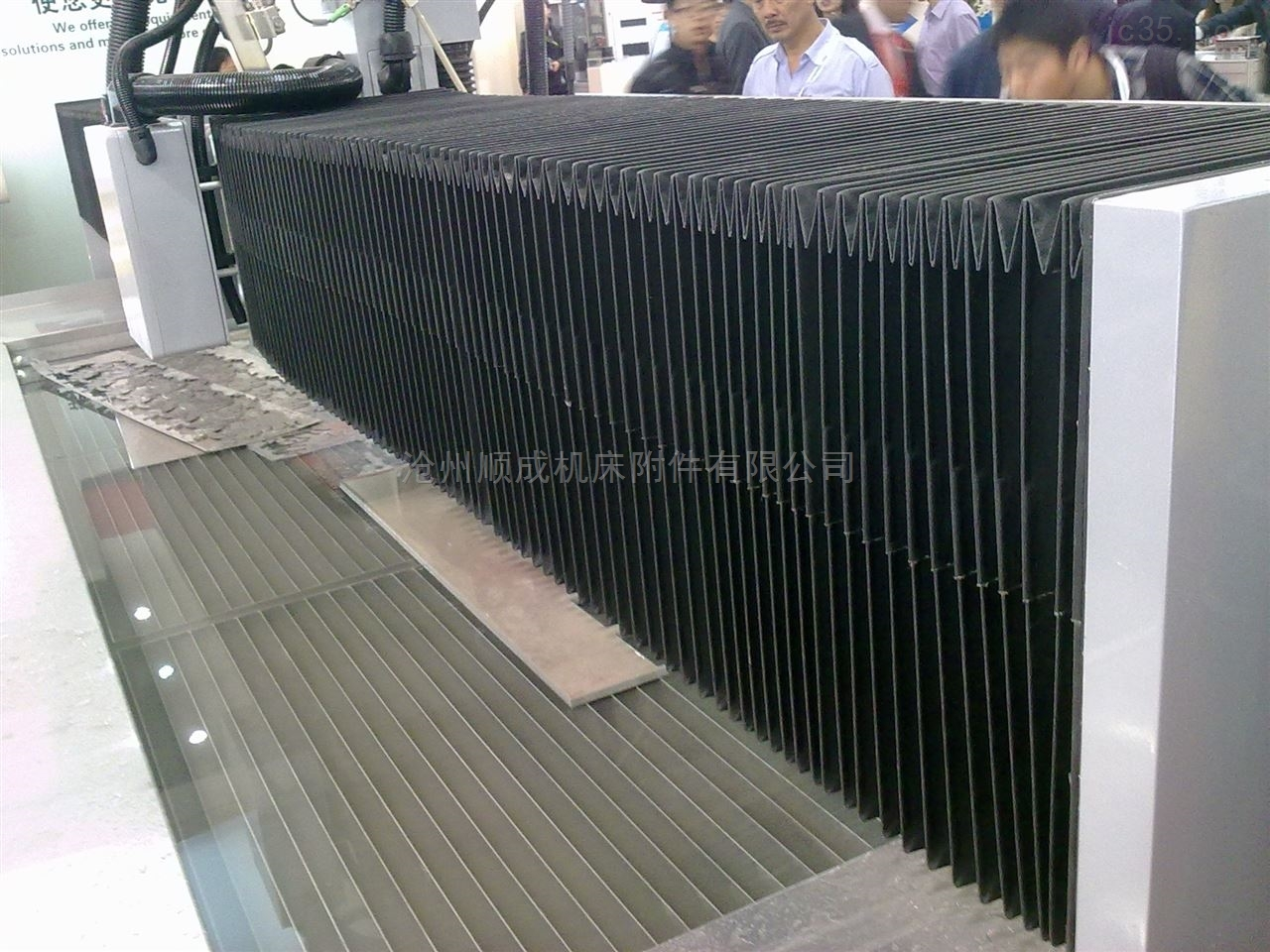 伸缩式多用型风琴防护罩